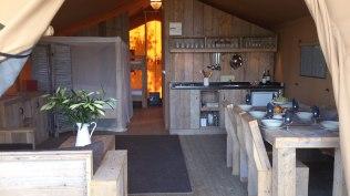 Intérieur Tente Lodge au Glamping at Montazellis à Alignan du Vent en Languedoc-Roussillon