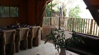 Terrasse Tente Lodge au Glamping at Montazellis à Alignan du Vent en Languedoc-Roussillon