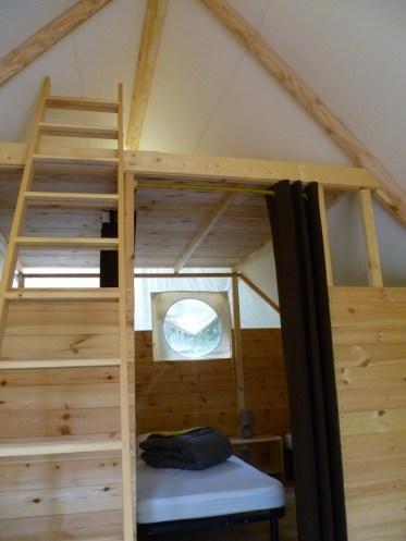 Tente trappeur luxe intérieur au Glamping Camping Pré Fixe à Cassabagnere-Tournas en Midi-Pyrénées