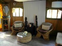 Coin salon au glamping Bô Zen Lodge à Biarritz en Aquitaine
