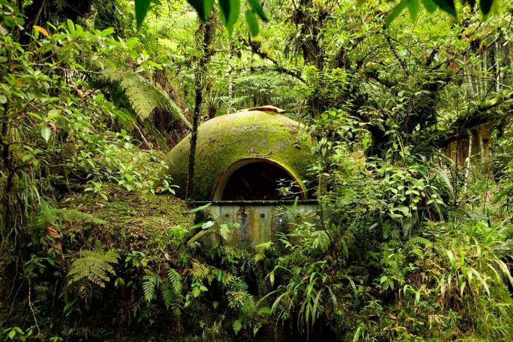 Cuevañas enclavadas en la selva junto al río Cuichat en «Tosepan Kali», Cuetzalan, Puebla