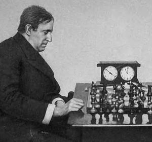 """Einer der berühmtesten """"Schwindler"""" und Bluffer der Schach-Geschichte war der amerikanische Spitzenspieler Frank Marshall, der oft in seinen Partien höchst gewagte Opfer anbrachte, die seine Gegnerschaft verwirrten und dann fehlgreifen ließen..."""