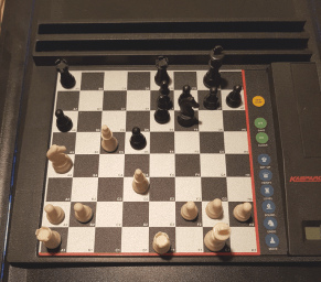 Schachcomputer - Computerschach - Schachstrategie - Fernschach - Schachanalysen - Kasparov-Tischcomputer - Glarean Magazin (Brilliant Correspondence Chess Moves)
