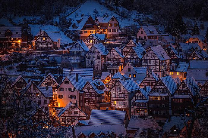 Winter - Schnee - Dorf - Weihnachten - Lichter - Glarean Magazin