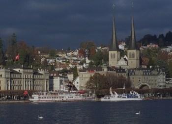 Luzern und seine Hofkirche kurz vor einem heftigen Sommergewitter