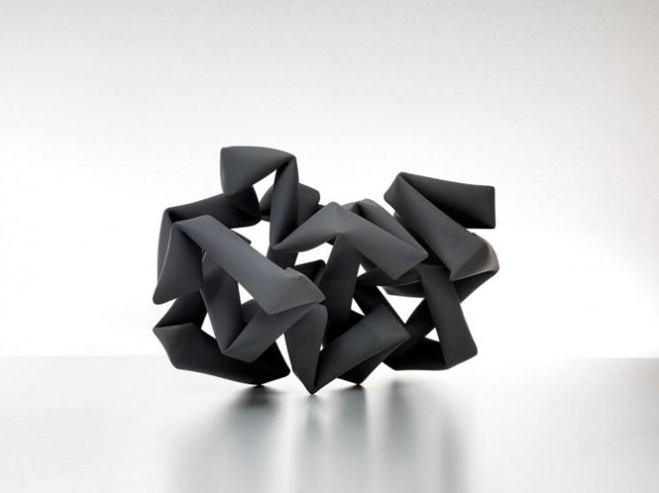 Willi Siber, Bodenobjekt, 2013, Stahl, Mattlack, 66 x 100 x 56 cm
