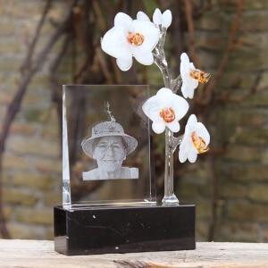 Lasergravure met glazen orchidee