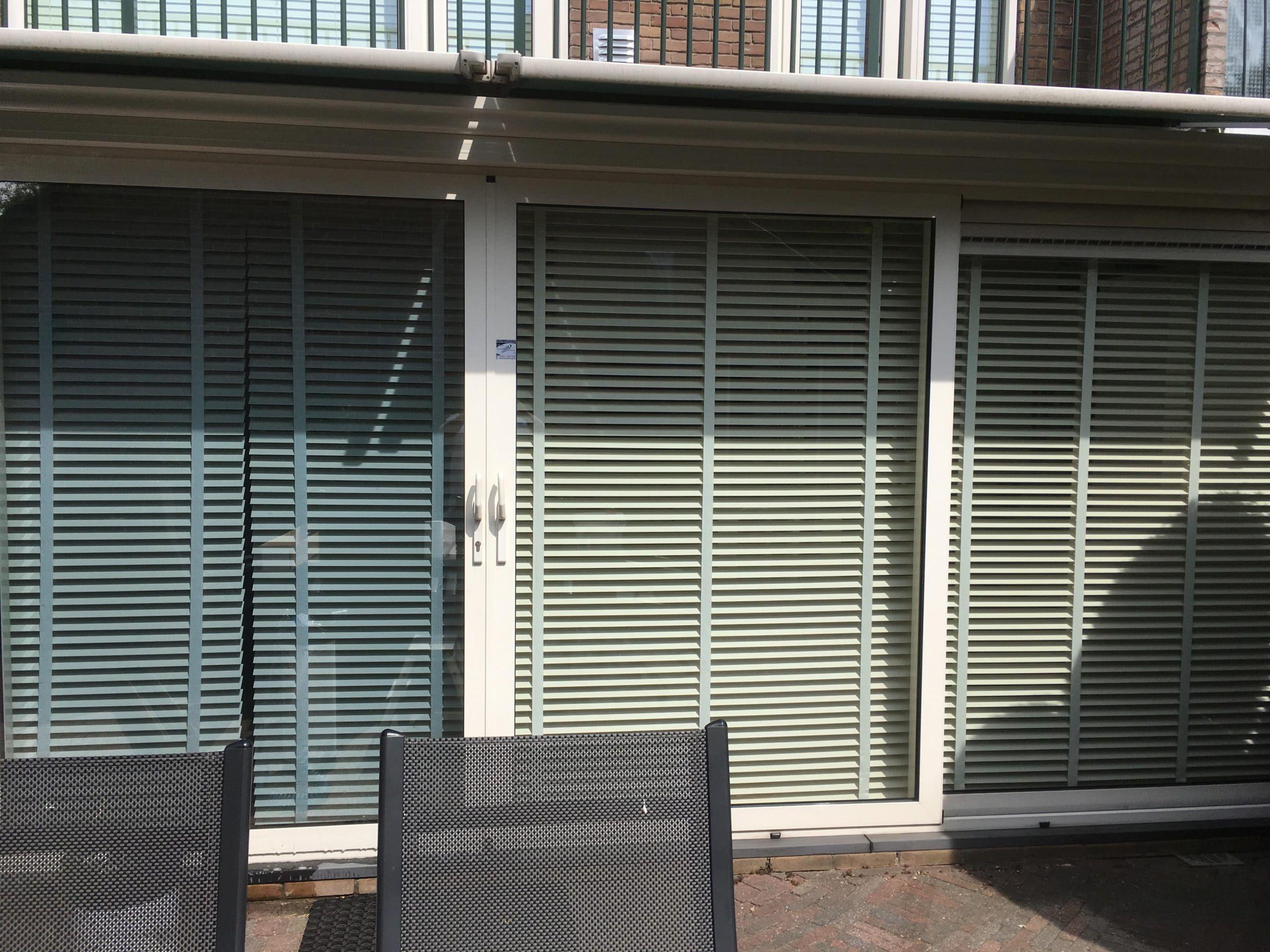 Particuliere woning voorzien van Sunblock OSX50 glasfolie met een zonnewarmte wering tot 64%