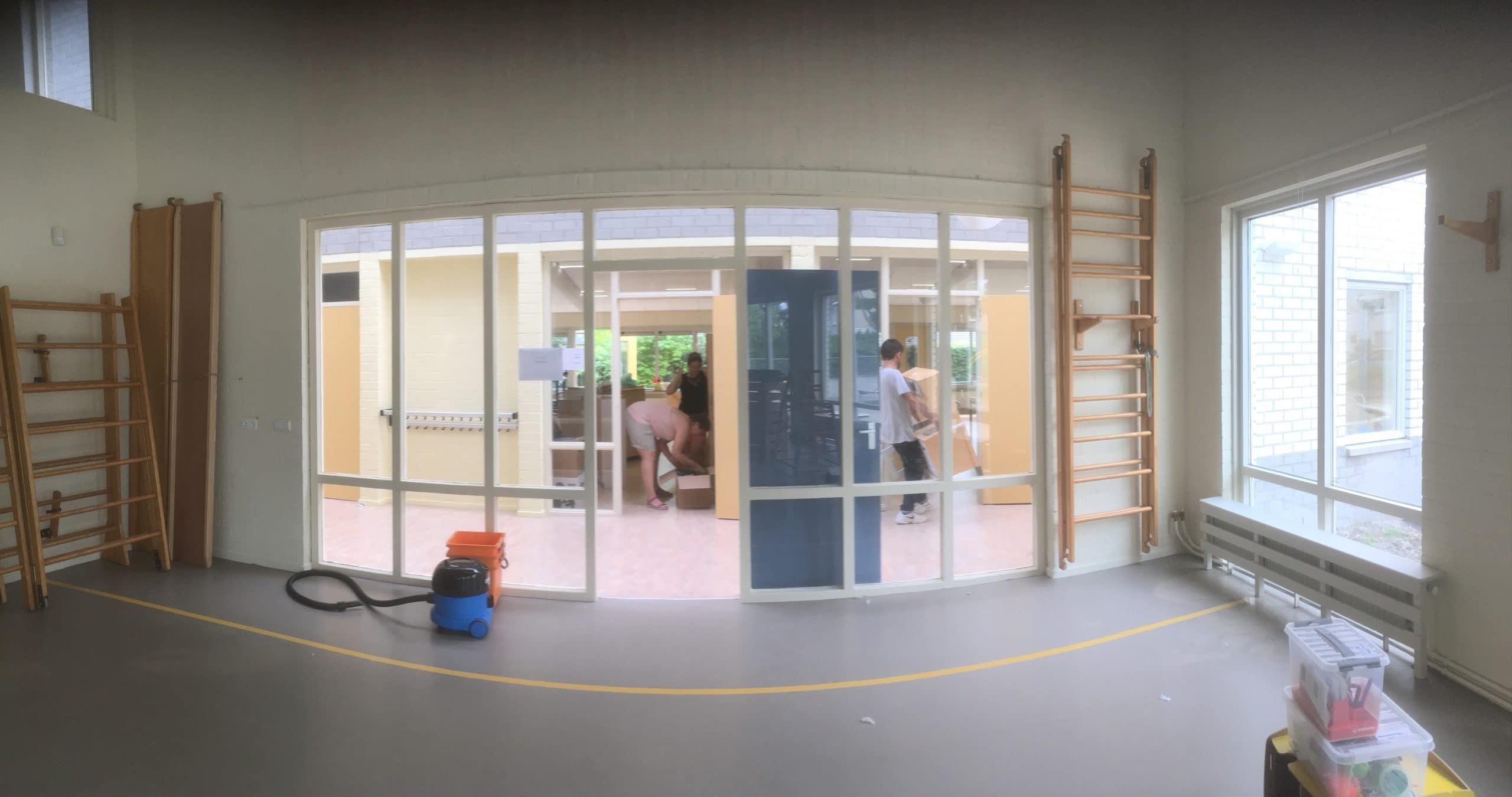 Nieuw Vennep - Oude ramen kunnen op simpele wijze veilig gemaakt worden met letselschade beperkende folie van Sunblock