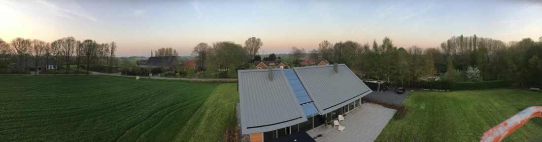 Glazen dak constructie voorzien van Sunblock Stainless Steel 15 teneinde de zonnewarmte buiten de woning te houden