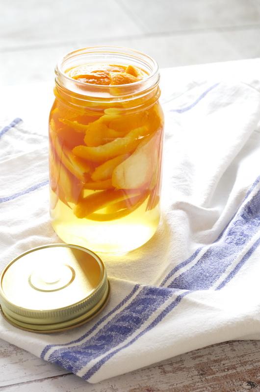 Orangenreiniger, geöffnetes Mason Jar Glas