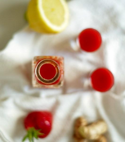 Erdbeer-Ingwer-Shot von oben