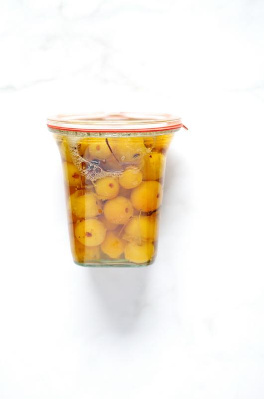 so sehen fertig eingelegte Zieräpfel aus