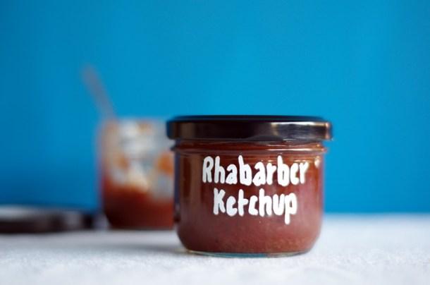 fertig beschriftetes Glas Rhabarberketchup