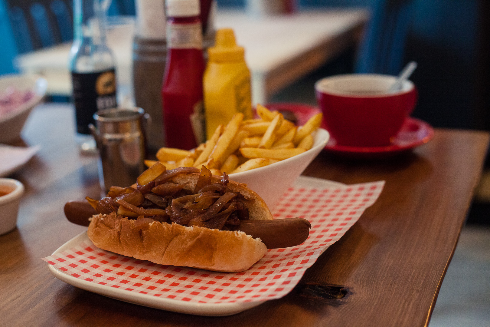 Surf Dogs Glasgow is a new hotdog joint in the Southside of Glasgow. Decorated with an eclectic mix of Star Wars memorabilia, skate boards and film quotes, the restaurant dishes up a variety of hot dogs, many of which can be easily made vegan!