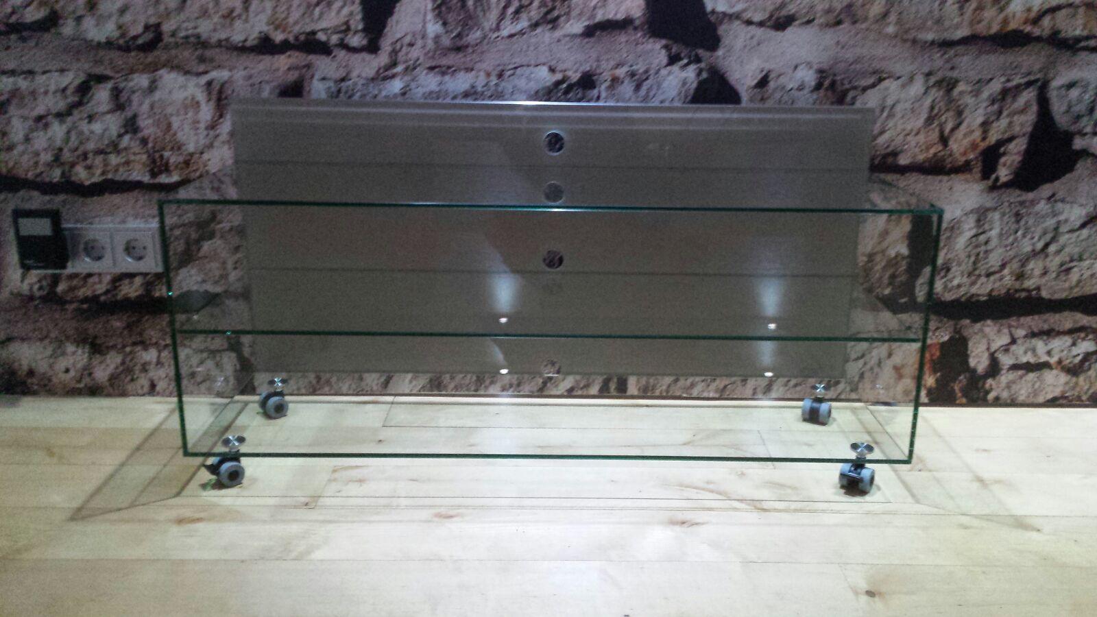 Hifimöbel aus Glas