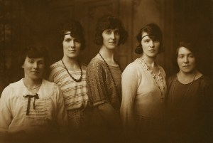 Five Gartly sisters c1920s