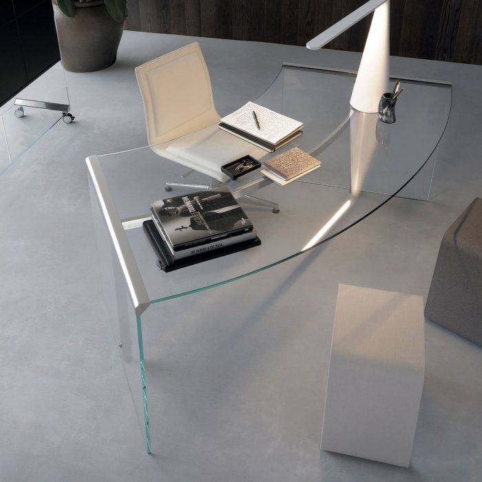 curved glass desk - president by gallotti and radice