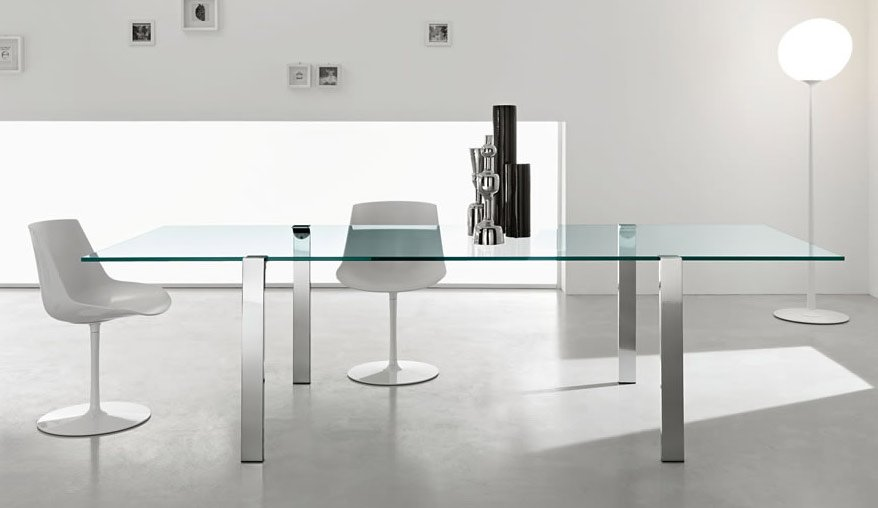 how many people will my glass dining table seat?