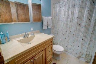 Upper Level Full Bath