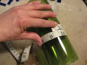 Measuring the circumference of a bottle