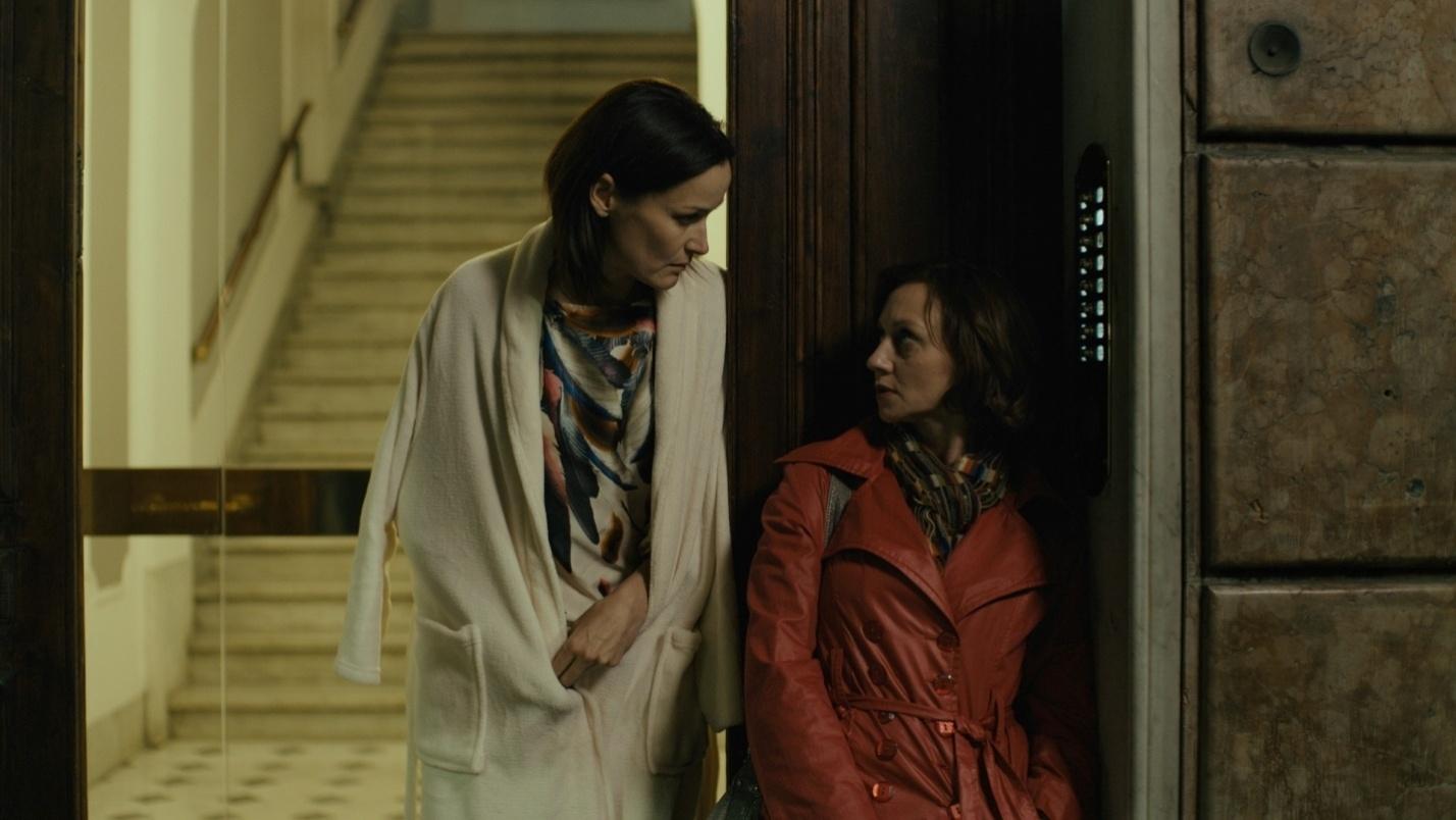 Актриси Наталія Васько, яка грає подругу головної героїні та Римма Зюбіна. Кадр із кінострічки «Гніздо горлиці»