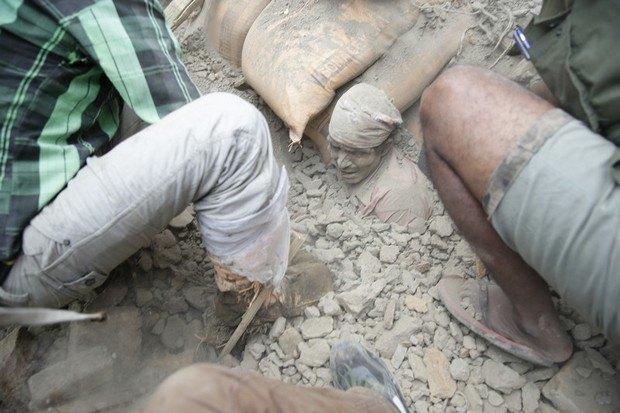 Землетрясение в Непале: десятки людей погибли (ФОТО)