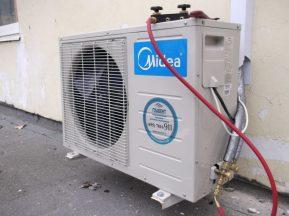 Установка и монтаж приточно-вытяжной системы вентиляции. Фото на крыше 1