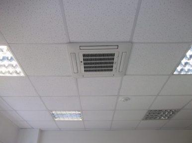 Система кондиционирования в потолке нового офисного здания