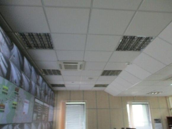 Новые системы вентиляции в потолке помещения КПП