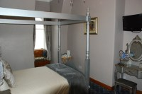 Sea vie room with 4 poster bed