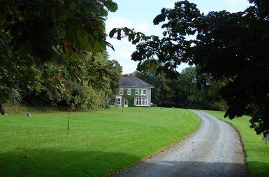 the driveway up to glenlohane irish country house