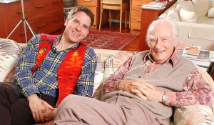 photo of neurobiologists Christof Koch and Francis Crick sitting on a sofa in Francis Crick's home in La Jolla, CA