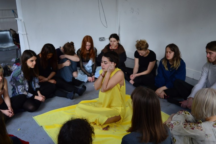 Marta Troya dressed in yellow and performing an investigation of the 5 senses through the color yellow