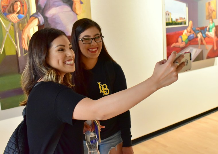 CSULB Art 110 Students taking a selfie