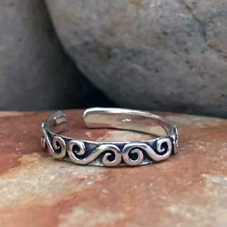 Curling Waves Toe Ring