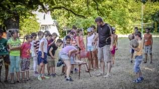 """Nicolae BORZIAC verifică respectarea regulilor unui concurs în cadrul """"Zilei sportului"""". © Nelly Ciobanu/GD"""