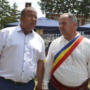 Ion BABĂRĂ (la stânga) cu primarul Veaceslav Magaleas