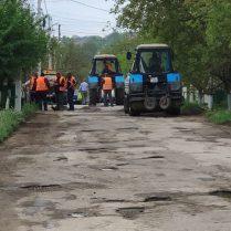 Strada Vasile Alecsandri încearcă să-şi ia rămas bun de la mulţimea de gropi