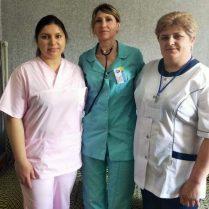 Mariana MARTÂNOV, şefa secţiei terapie (în centru), are colege profesioniste