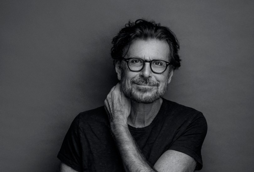 """VIDEO PREMIERE: Eric Bazilian of The Hooters Speaks to Universal Feeling  with Folk-Rock Anthem """"I Miss Everything"""" - Glide Magazine"""