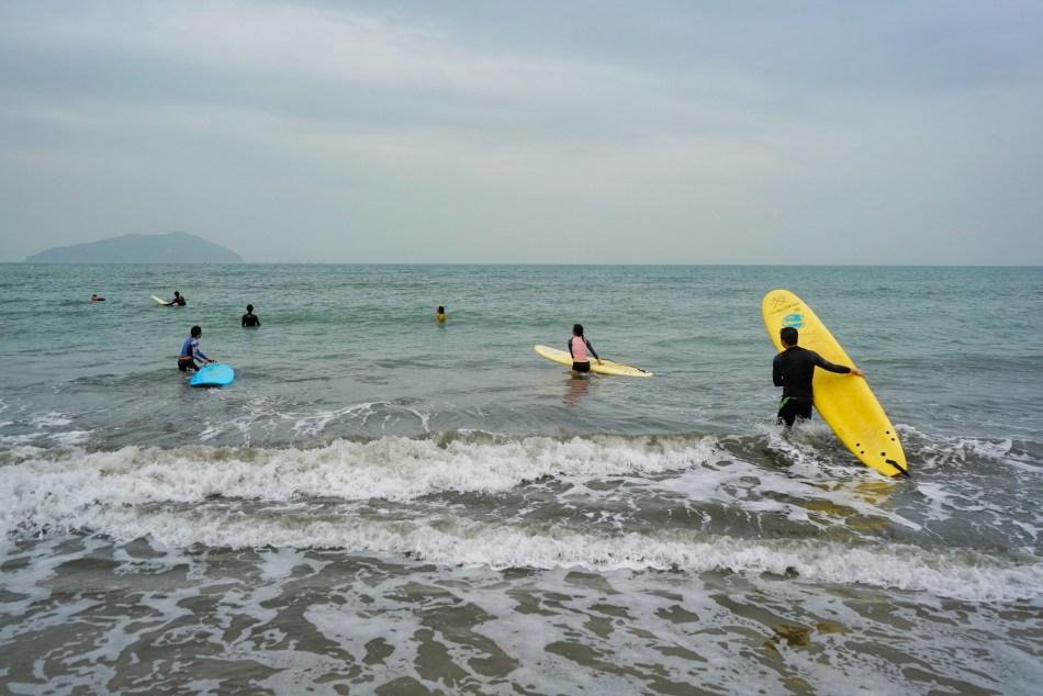 【香港水上活動】滑浪發燒友最愛 長沙滑浪 +沙灘美食
