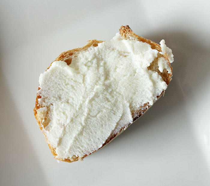 ricotta-cheese-crostini