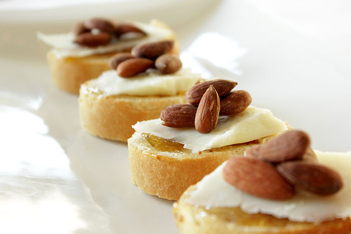 almond-manchego-crostini