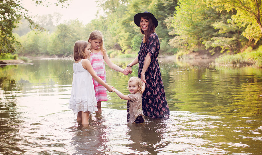 Anissa Zajac is an interior stylist featured on Glitter and Bubbles as a RAD Mom.