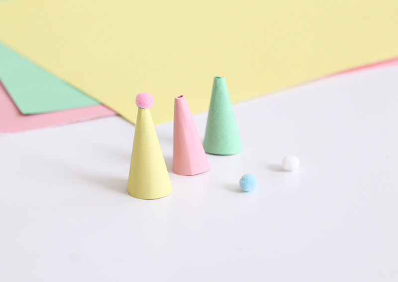 Pom-Pom-Egg-Hats