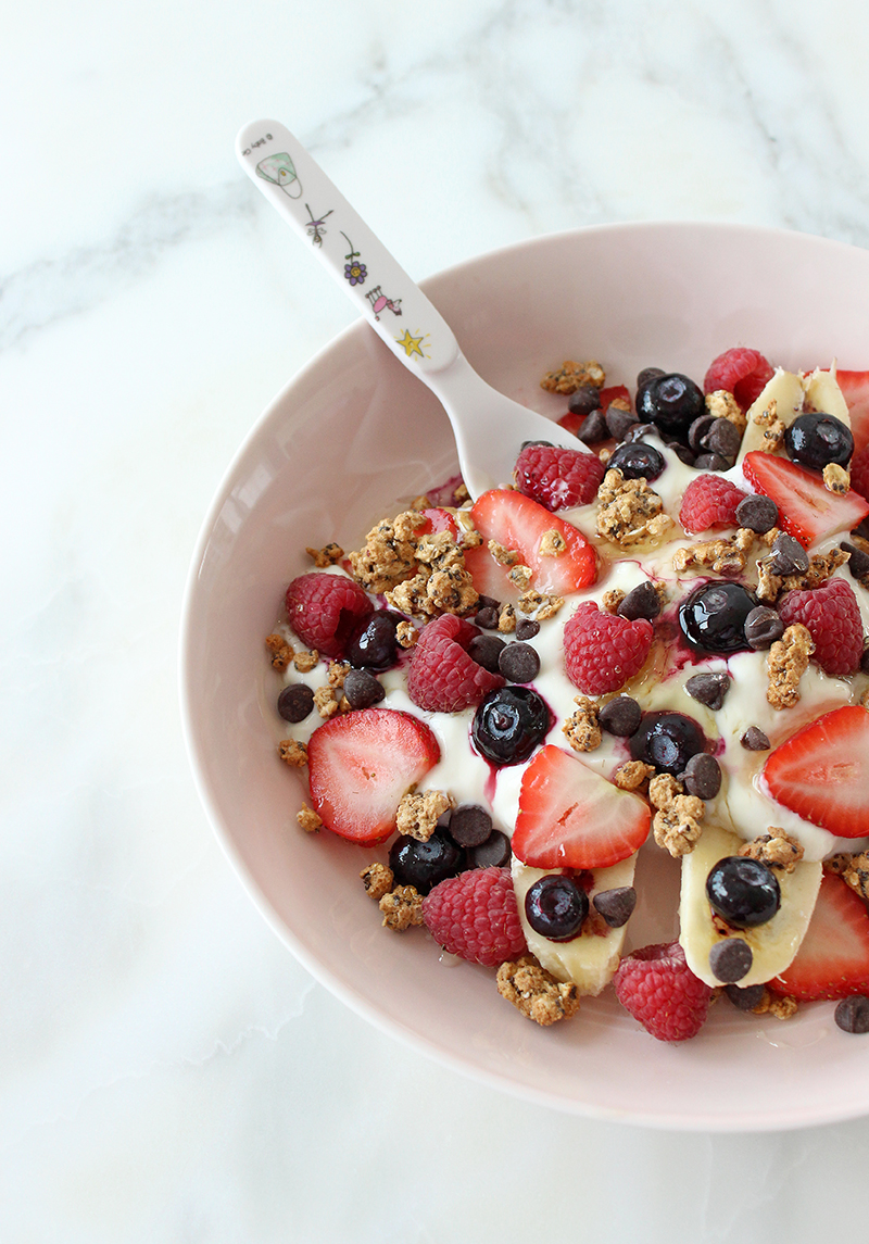 This is a recipe for a Banana Split Breakfast Bowl by Glitter and Bubbles.
