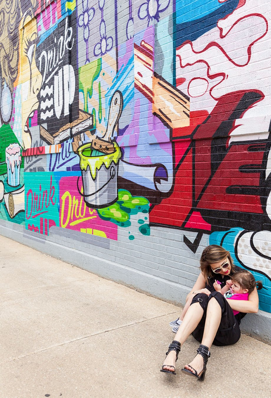 This is a post by Glitter and Bubbles that showcases street art throughout Chicago.