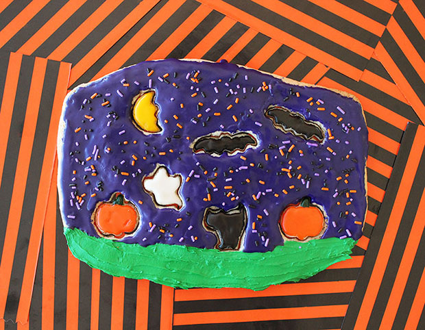 A recipe for a Halloween Cookie Puzzle with homemade frosting.