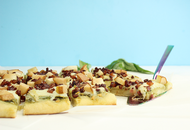 How to make pesto pizza with pancetta and pears.